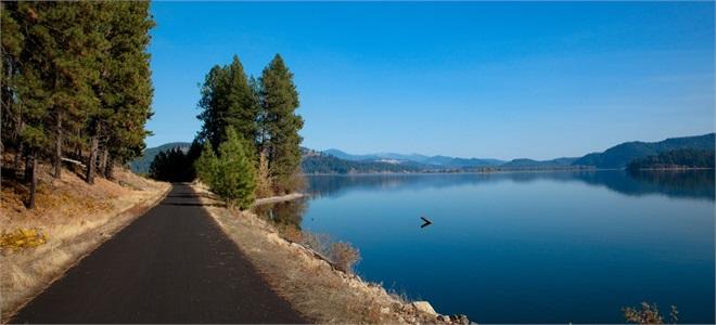 Lake Coeur d'Alene trail